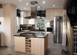 celkový pohled na kuchyň s ostrůvkem